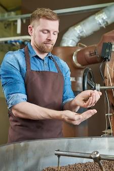 Moderne koffiebrander van drum machine