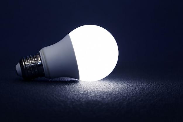 Moderne led-lamp is donker