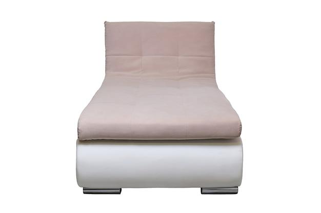 Moderne lederen bank met beige stoffen kussen geïsoleerd, vooraanzicht. eigentijdse bank, meubels in minimale stijl, interieur, huisontwerp