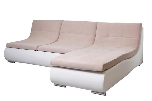 Moderne lederen bank met beige stoffen kussens geïsoleerd, zijaanzicht. eigentijdse bank, meubels in minimale stijl, interieur, huisontwerp