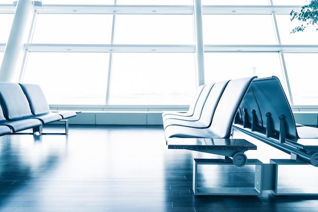 Moderne luchthaven met zetels
