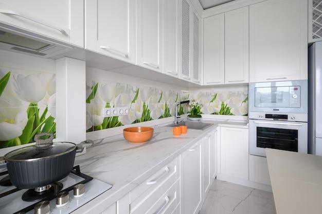 Moderne luxe keuken close-up uitzicht op gasfornuis