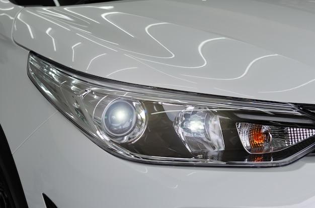 Moderne luxeautokoplamp