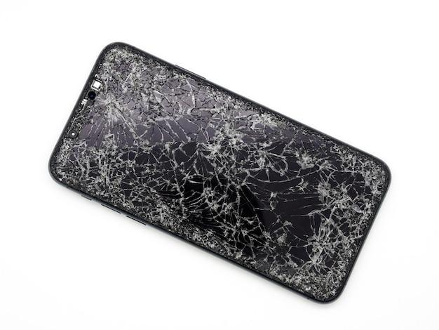 Moderne middernachtgroene smartphone met een gebroken glasdisplay en een beschadigd gebogen lichaamsclose-up dat op witte achtergrond wordt geïsoleerd