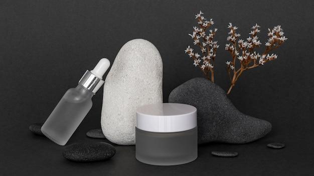 Moderne schoonheidsproducten in ontvangersarrangement