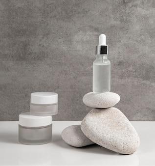 Moderne schoonheidsproducten in verschillende ontvangersarrangementen