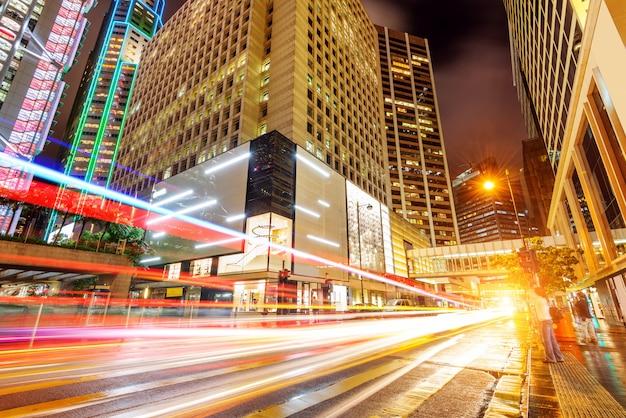 Moderne stad 's nachts