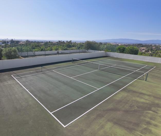 Moderne tennisbanen in het resort. portugal.