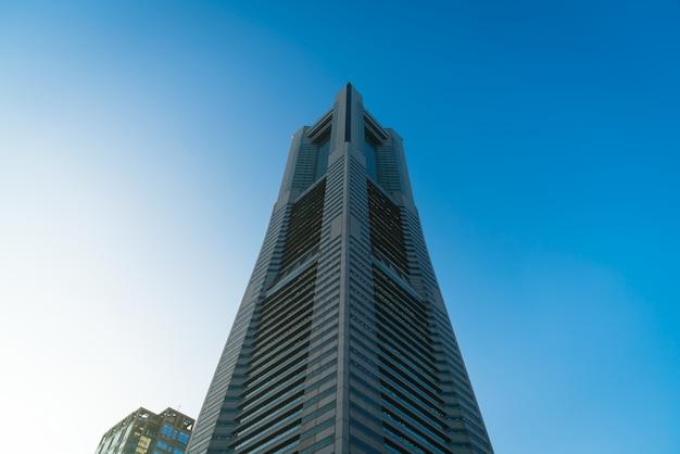 Moderne toren skywalk wolkenkrabber kantoorgebouw