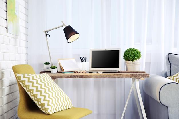 Moderne werkplek aan huis
