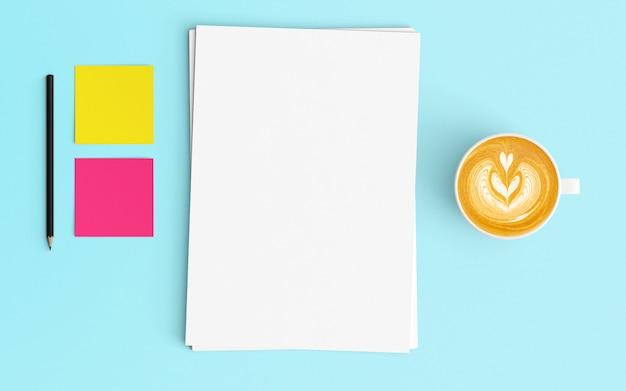 Moderne werkruimte met koffiekopje, blanco papier, potlood en kladblok op blauwe kleur