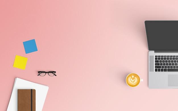 Moderne werkruimte met koffiekopje, laptop, smartphone en laptop op roze kleur