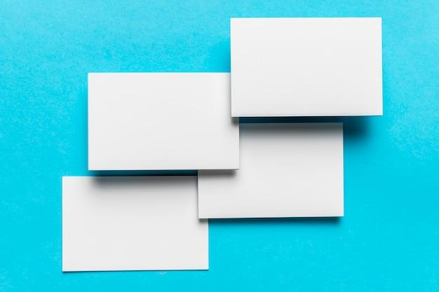 Moderne witte enveloppen bruiloft uitnodiging