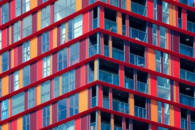 Moderne woningbouw gevel met ramen en balkons rotterdam