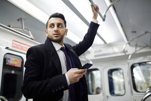 Moderne zakenman in metro