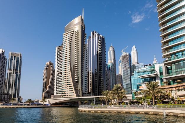 Modetn stad van het luxe centrum van dubai, verenigde arabische emiraten