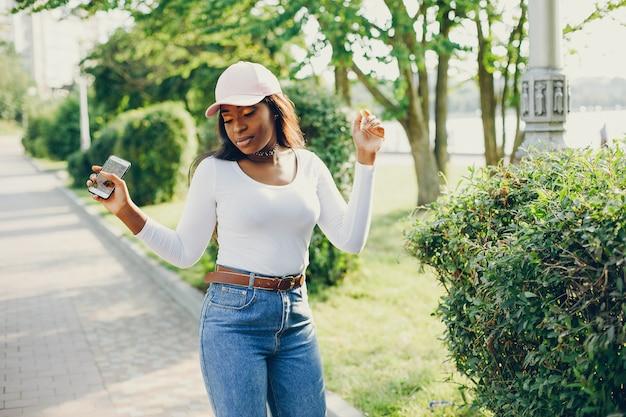 Modieus zwart meisje
