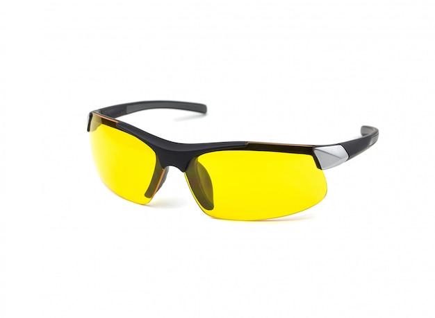 Modieuze bril met gele lenzen. punten voor automobilisten. geïsoleerd op wit oppervlak