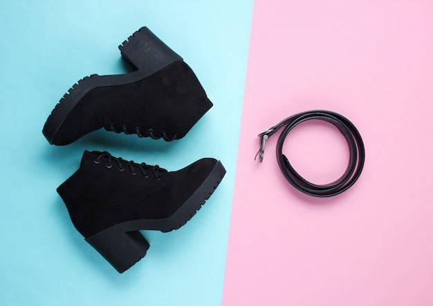 Modieuze damesschoenen en accessoires. laarzen en leren riem. bovenaanzicht
