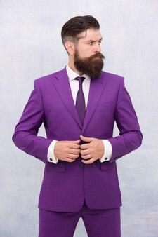 Modieuze look van succesvolle leider knappe man, fancy bruidegom concept.