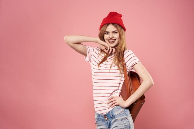Modieuze vrouw kleding studio levensstijl roze