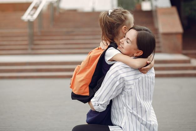 Moeder bereiden dochtertje naar school