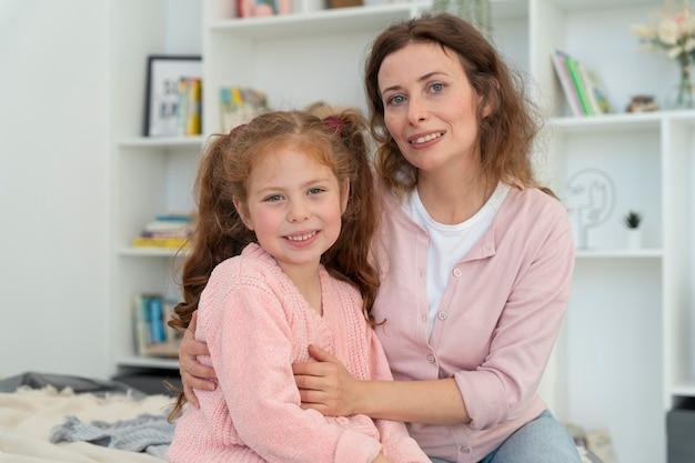 Moeder en dochter brengen samen tijd door