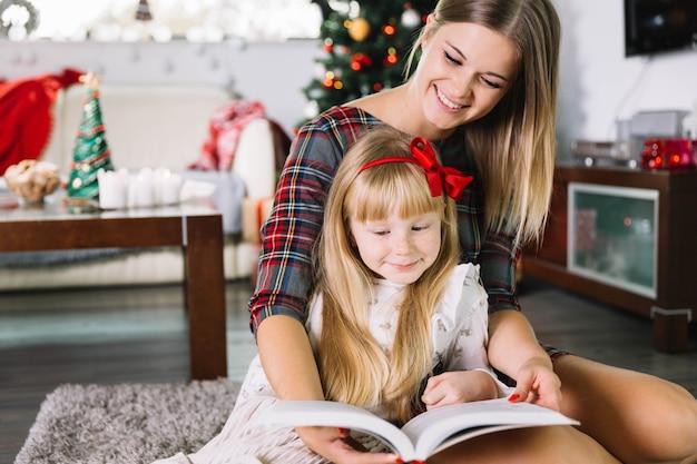 Moeder en dochter lezen