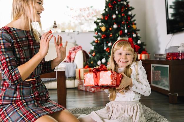 Moeder en dochter samen kerst vieren