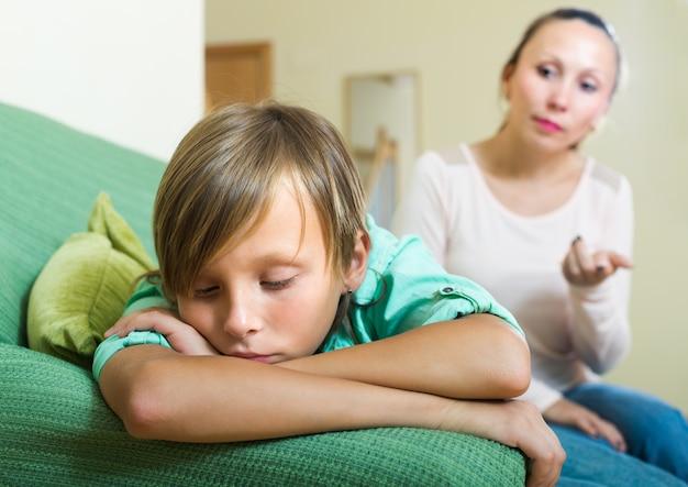 Moeder en zoon na ruzie