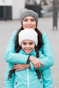 Moeder knuffelen dochter