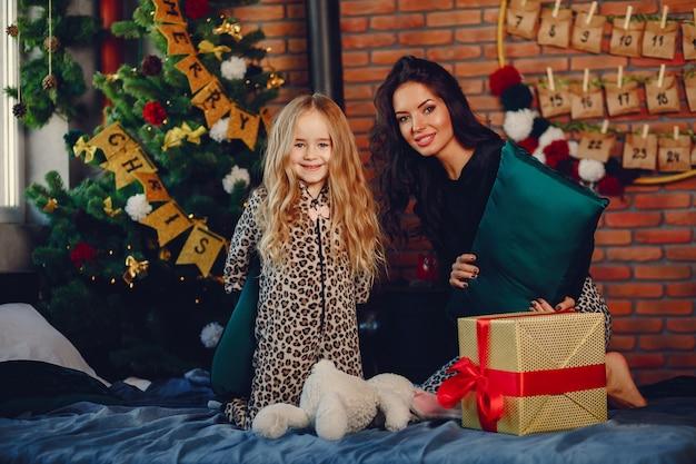 Moeder met schattige dochter
