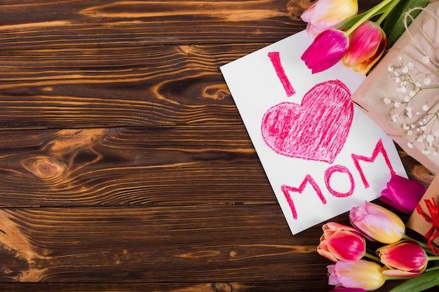 Moeder's dag ansichtkaart en bloemen