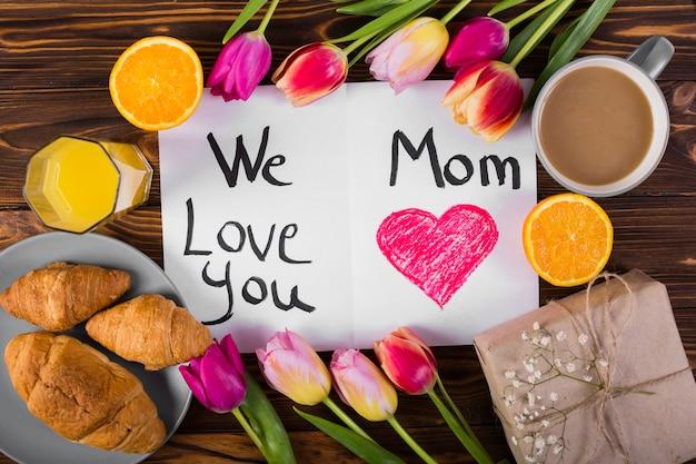 Moeder's dag ansichtkaart en ontbijt