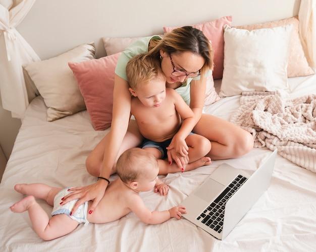 Moeder tijd doorbrengen met kinderen