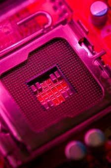 Moederbord met rood thema en processorsocket