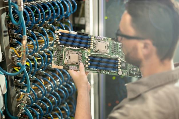 Moederbord van supercomputer analyseren