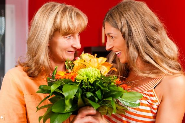 Moederdag of verjaardag - bloemen en vrouwen