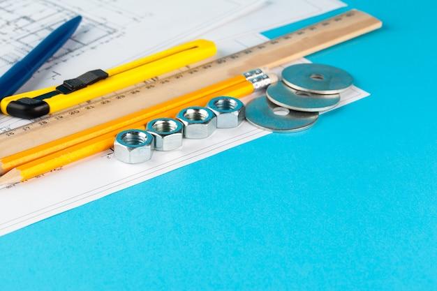 Moeren en delen van de constructie zijn vastgelegd in een gedeukte tekening