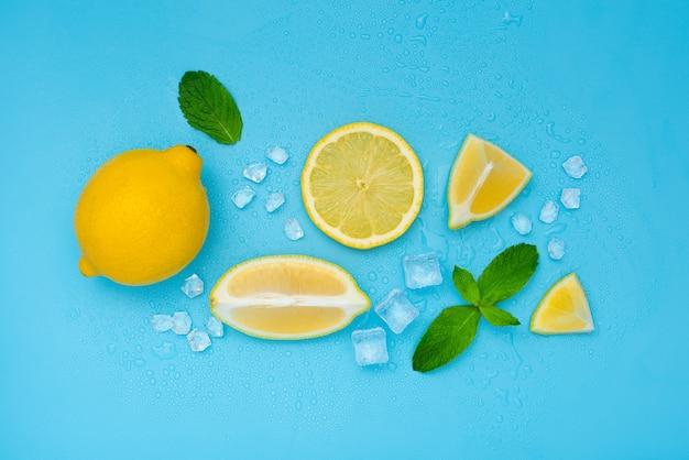 Mojito of limonade op nat blauw