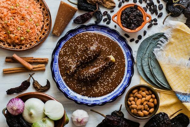 Mole mexicano, poblano molingrediënten, mexicaans kruidig voedsel traditioneel in mexico