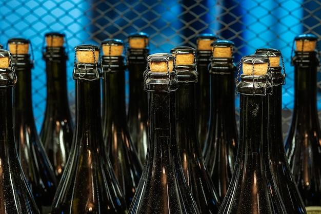 Monden van champagneflessen in close-up