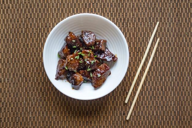 Mongools rundvlees. knapperig rundvlees in zoete en plakkerige saus.