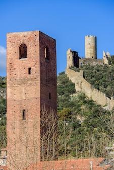 Monte ursino kasteel en toren