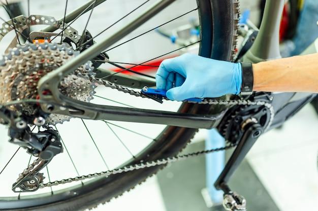 Monteur tot vaststelling van de elektrische fiets
