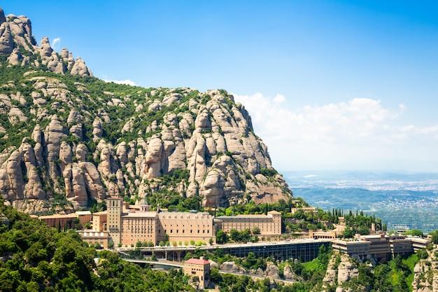 Montserrat klooster is gelegen op de berg van montserrat, catalonië, barcelona
