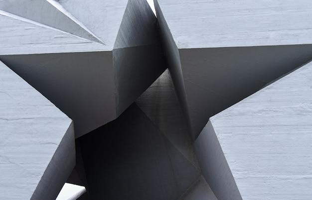 Monument in de vorm van een ster van beton ter nagedachtenis aan de tweede wereldoorlog.
