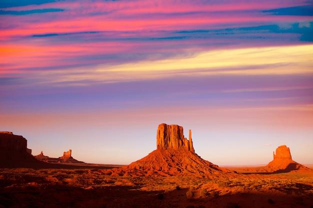Monument valley west mitten en merrick butte-zonsondergang