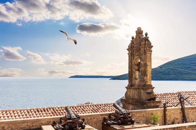 Monument voor de helden van de zeeslagen aan de adriatische zee, herceg novi.