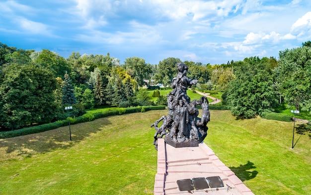 Monument voor de slachtoffers van het nazisme in babi yar. kiev, de hoofdstad van oekraïne